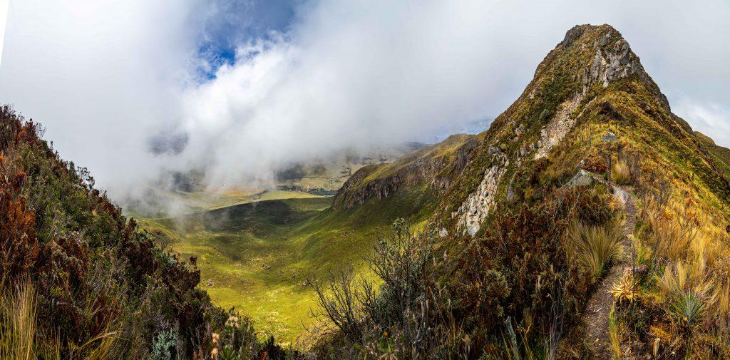 Otavalo, Ecuador, Fuya Fyua, Laguna de Mojanda, hiking